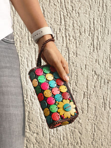 DaisyLife natural coconut shell multicolor fashion clutch wristlet bag on hand