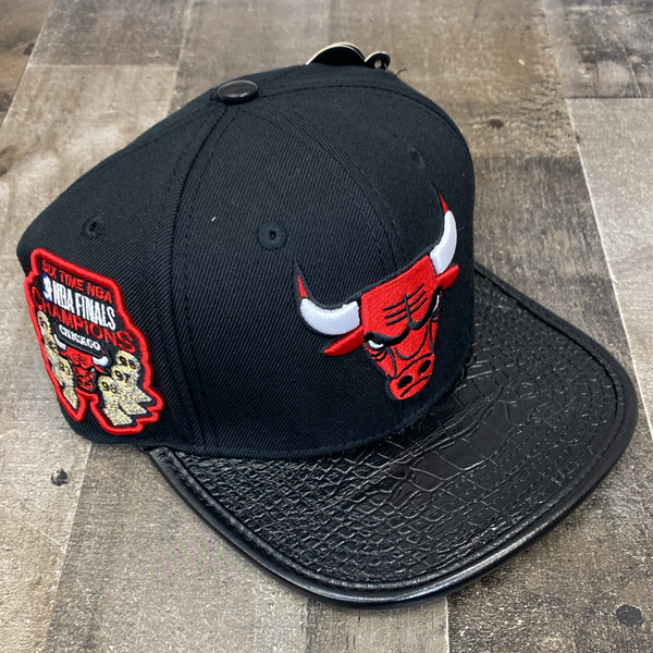 Pro max- Chicago Bulls snapback w/leather bill (black/red)
