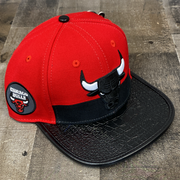 Pro max- Chicago Bulls snapback w/leather bill (red/black)