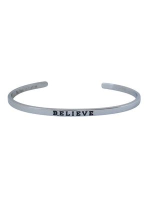 "Inspirational bangle with ""Believe"" inscription"