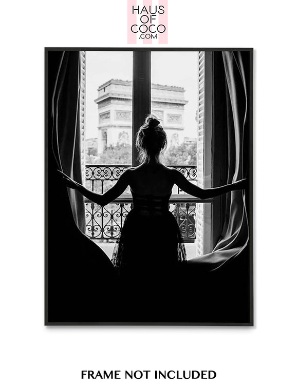 GIRL WINDOW - PARIS
