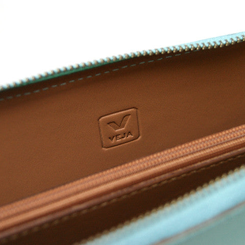 Leather Traveller Wallet in Turquoise