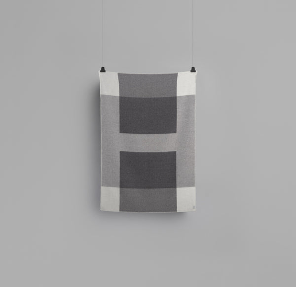 Syndin Slate blanket  - røros tweed - designorway.com - made in norway
