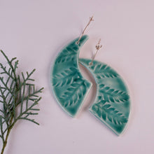 Load image into Gallery viewer, FERN PRINT EARRINGS