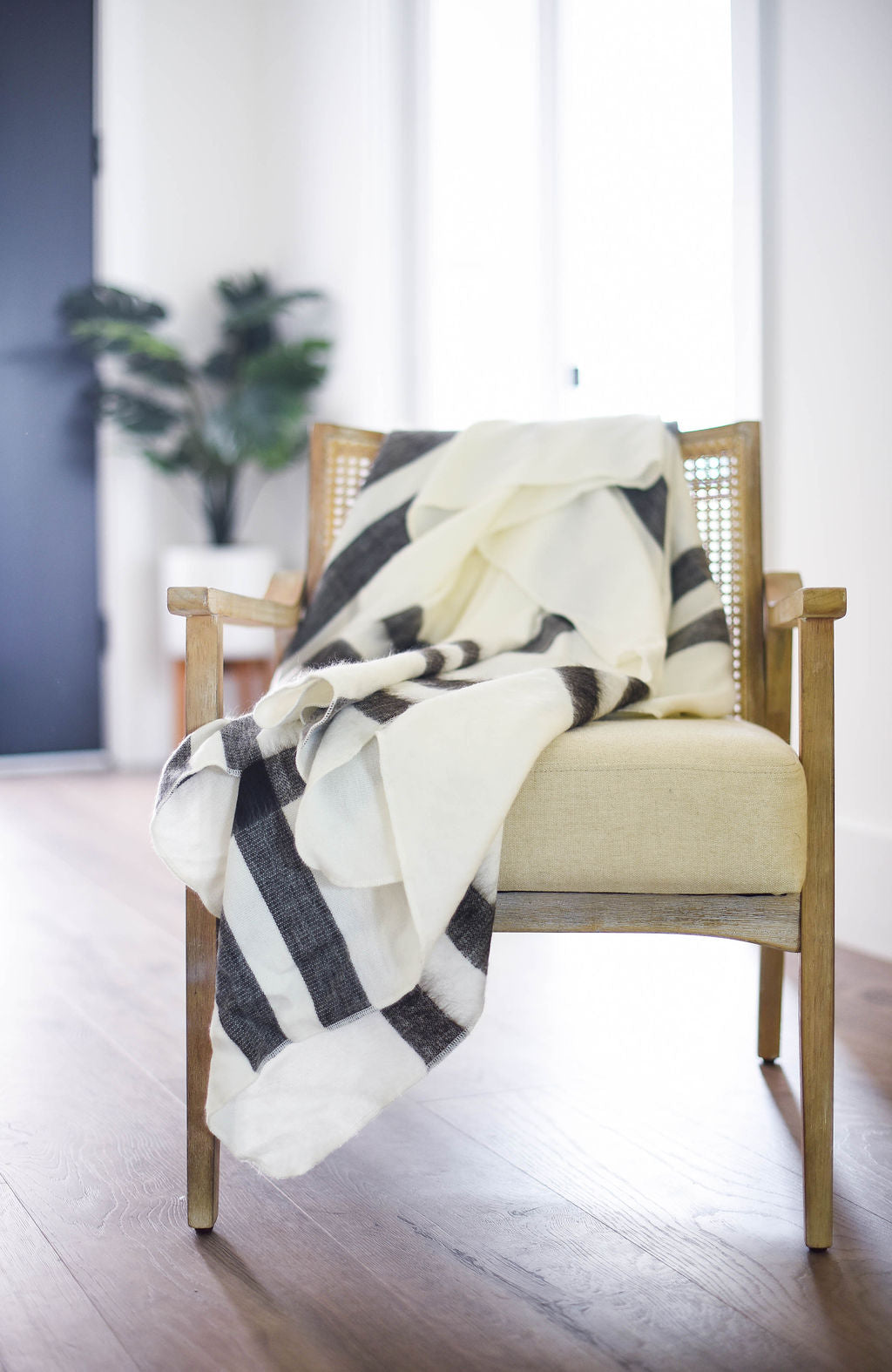 White and Black Alpaca Blanket - Snow Drift