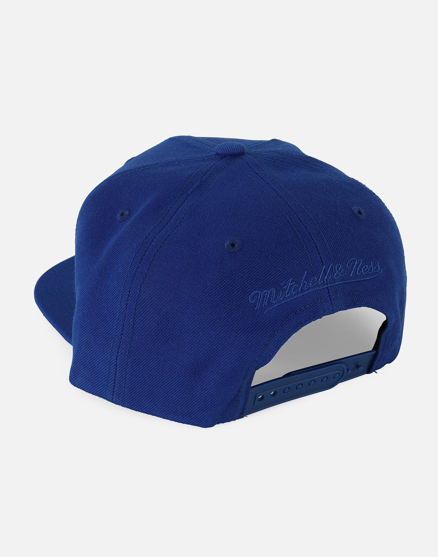 Mitchell and Ness Philadelphia 76ers Side Panel Cropped Snapback