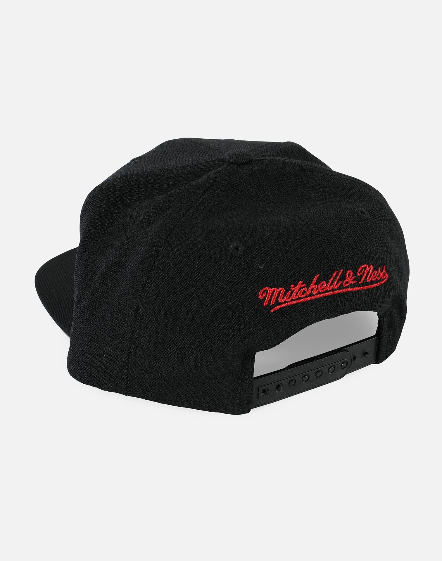 Mitchell and Ness Chicago Bulls Wool Solid Snapback