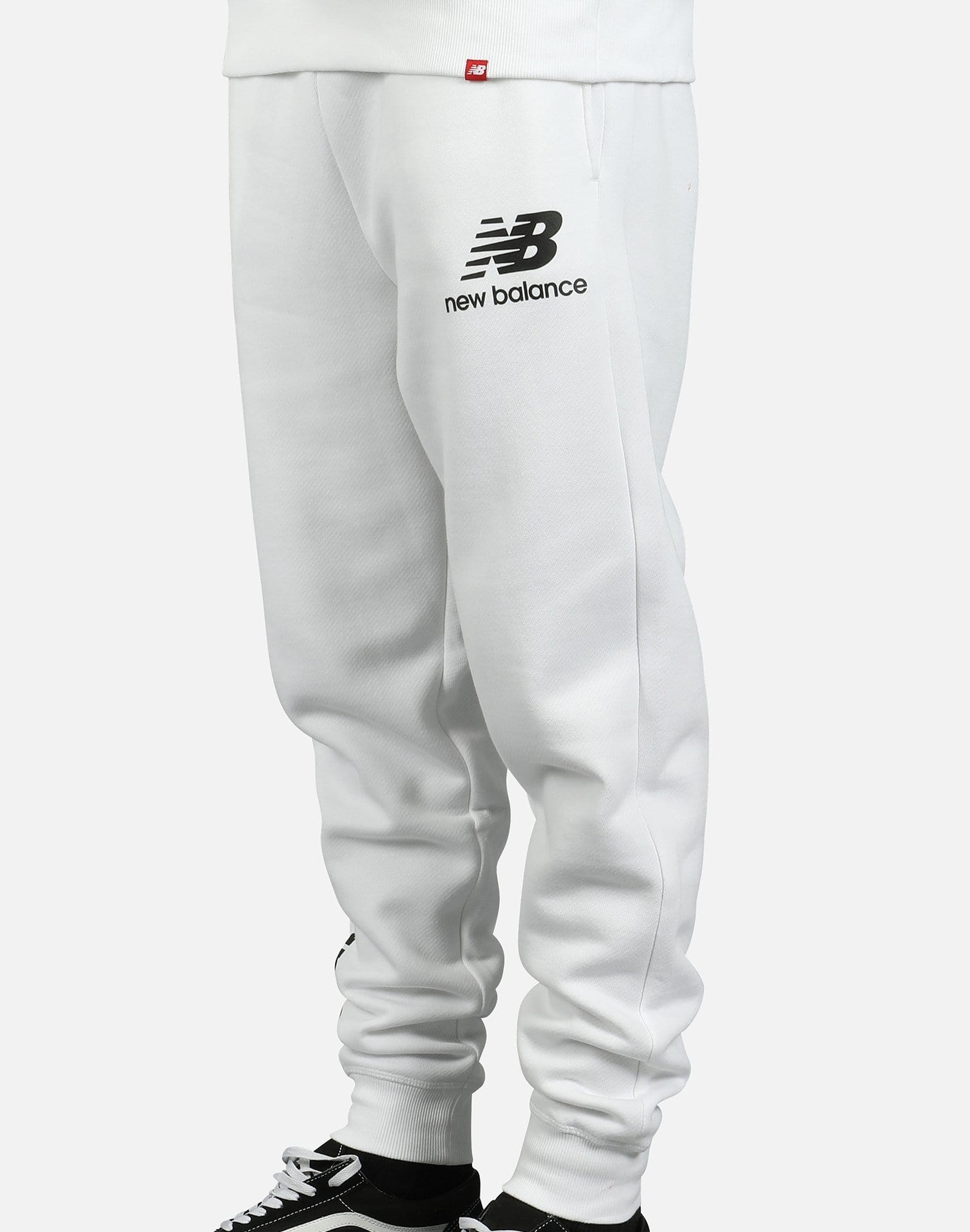 vNew Balance Men's Essentials NB Logo Sweatpants