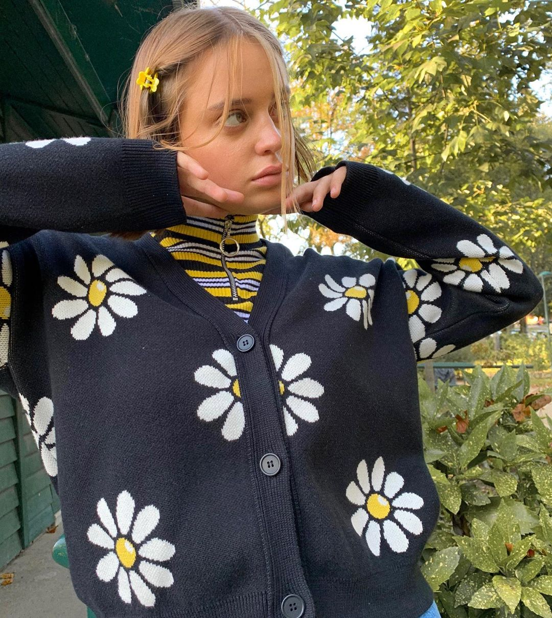 AESTHETIC VINTAGE DAISY KNITTED SWEATER-Cosmique Studio-aesthetic-clothing-store