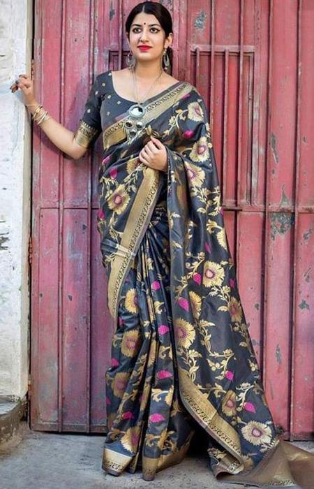Beautiful Black and Gold Color Soft Silk Designer Sarees SC7019