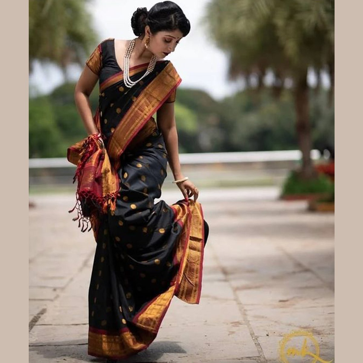 Blissful Black Color Khadi Silk Saree DL9020