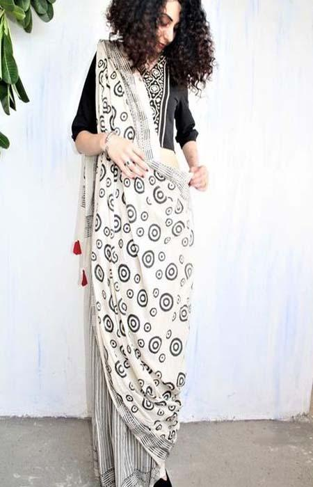 Flattering Black and White Color Linen Designer Digital Print Saree LN8113