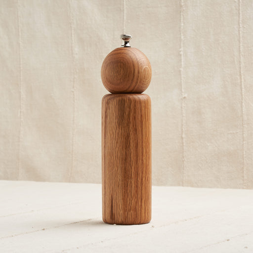 'Butler' Pepper Mill in Natural Oak Wood