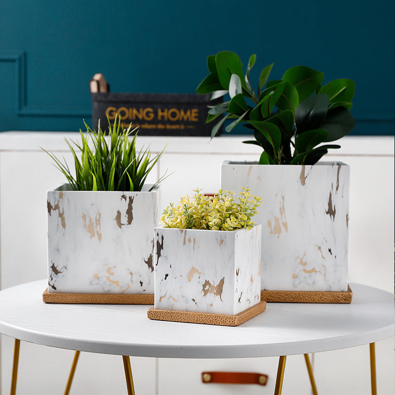 Ceramic planter with marbling effect