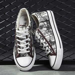 Men Lace Up Alphabet Pattern Casual Canvas Shoes