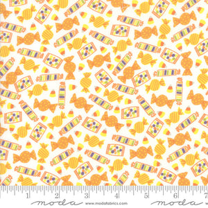 Ghouls and Goodies Cream Treats Yardage (20685 11)