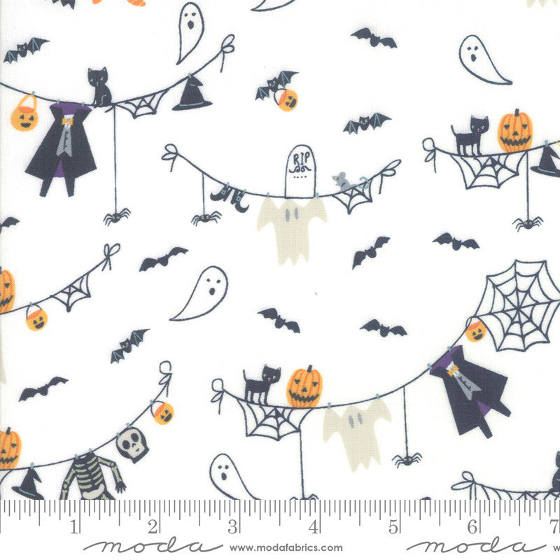 Ghouls and Goodies Cream Spooky Clothesline Yardage (20681 11)