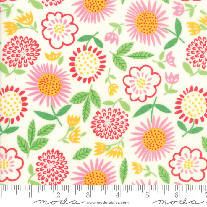 Best Friends Forever White Fresh Cut Flowers Yardage by Stacy Iest Hsu (20622 22)
