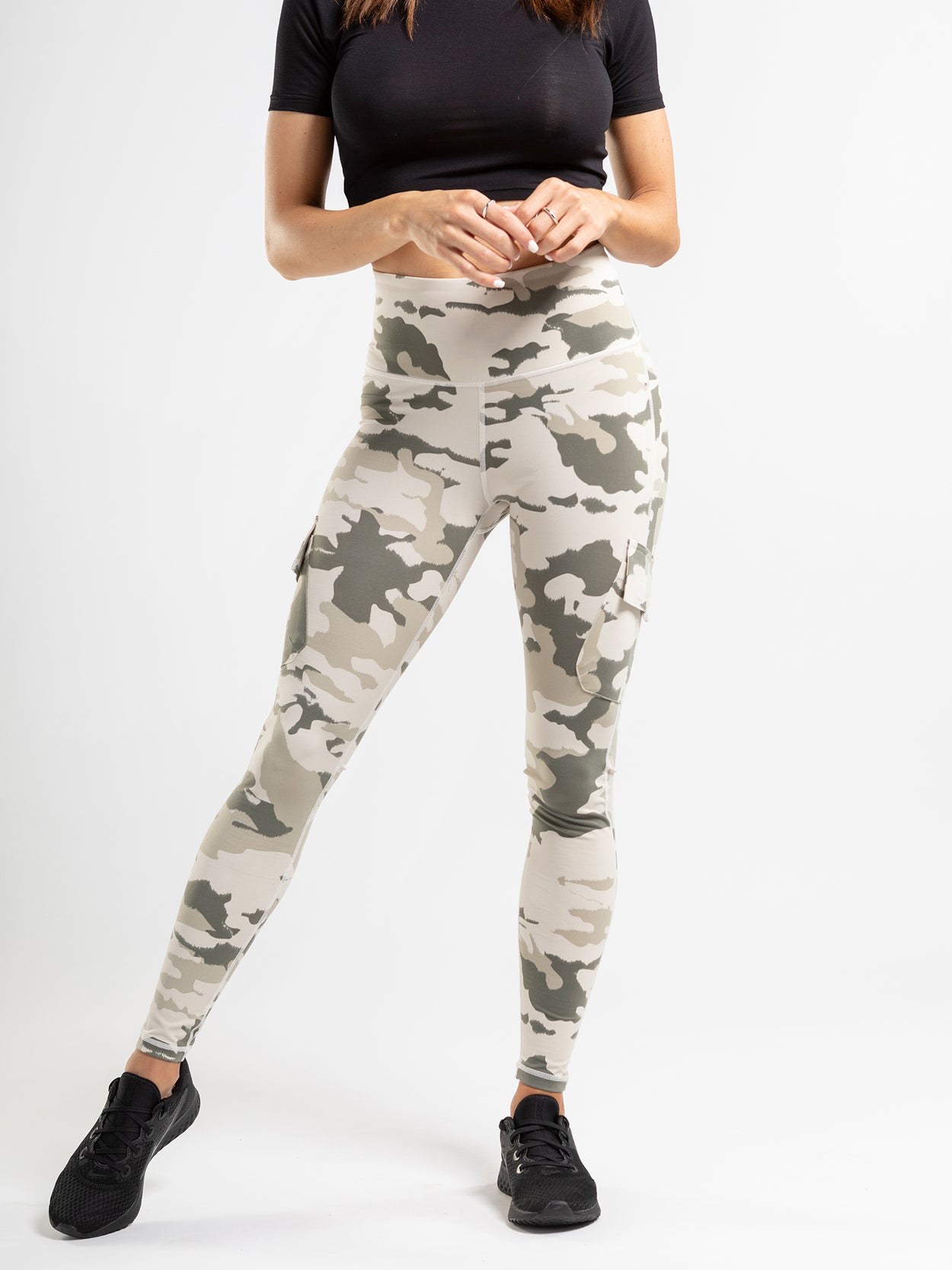 Camouflage print cargo leggings with side pockets and a high rise.