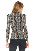 Load image into Gallery viewer, SNAKESKIN PRINT TURTLENECK