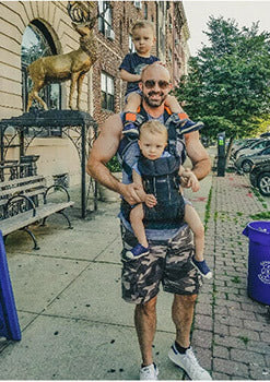 dad shoulder saddlebaby carrier