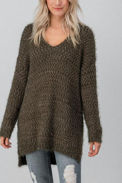 This oversized chunky knit sweater is perfect for fall days, it is long enough to pair with skinny jeans or leggings.   80% Acrylic/ 20% Nylon