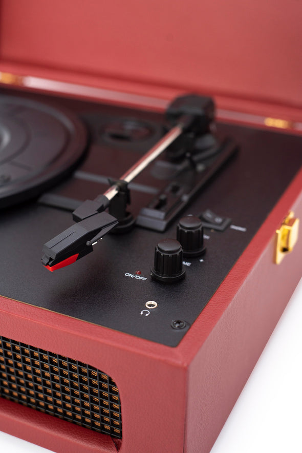 Crosley Radio Europe | Voyager burgundy Bluetooth record player