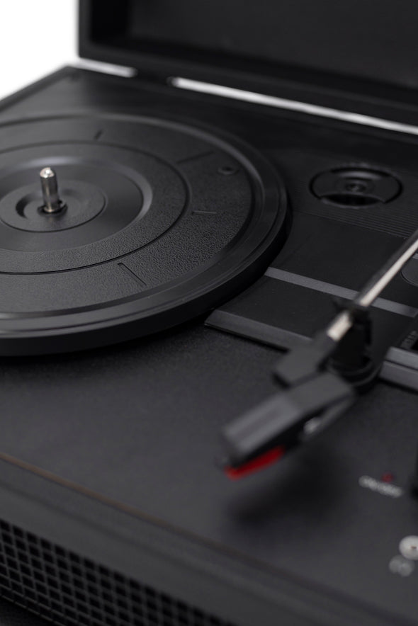Crosley Radio Europe | Voyager black Bluetooth record player