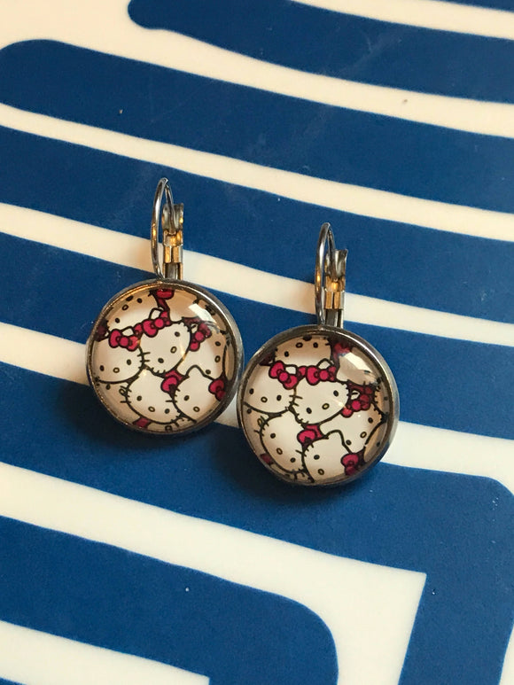 Hello Kitty glass cabochon earrings - 16mm
