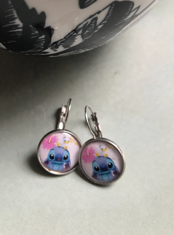 Stitch resin cabochon earrings - 16mm