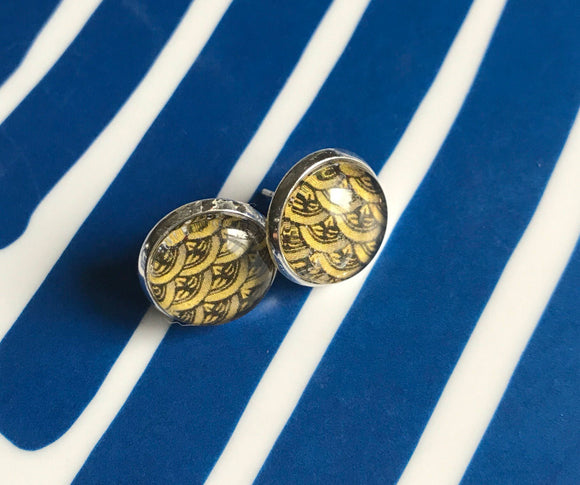 Yellow wave pattern cabochon earrings- 12mm