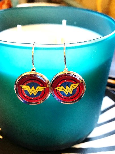 Wonder Woman cabochon earrings- 16mm