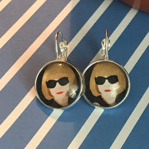 Anna Wintour glass cabochon earrings - 16mm
