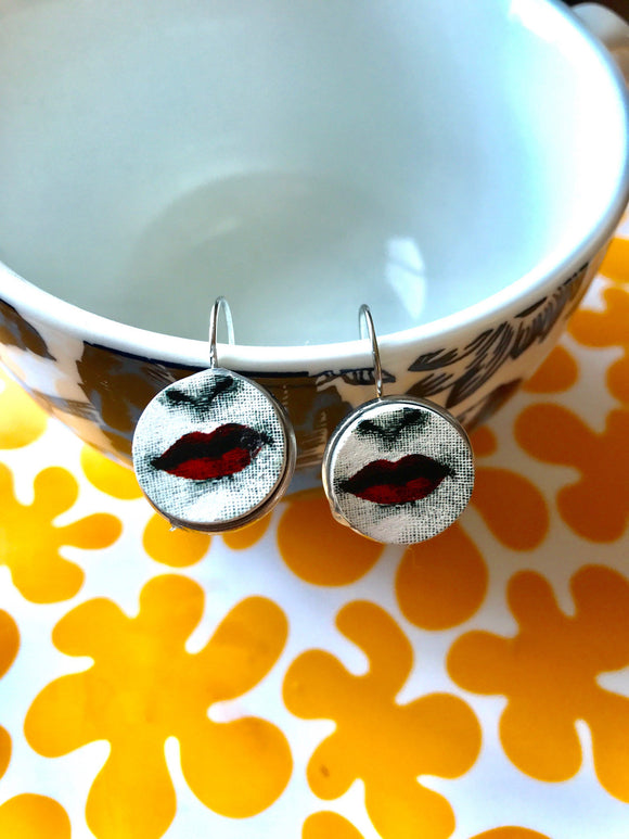 Lips cabochon earrings- 16mm
