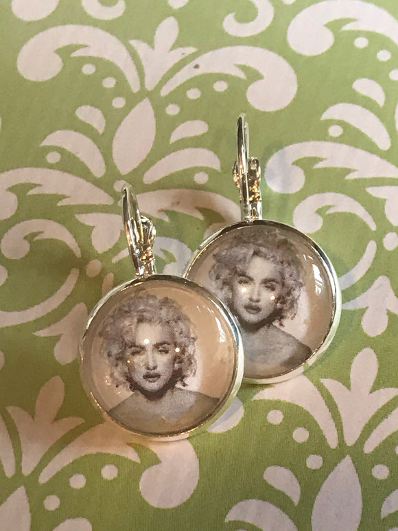 Madonna glass cabochon earrings - 16mm
