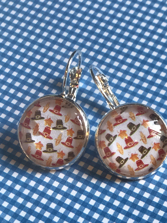 Thanksgiving pilgrim hats glass cabochon earrings - 16mm