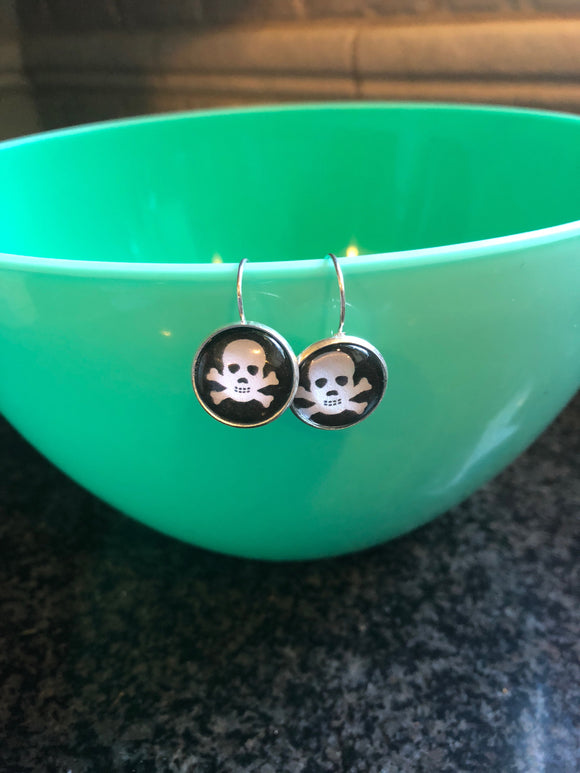 Skull and crossbones glass cabochon earrings - 16mm