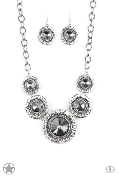 Paparazzi Blockbuster Necklace-Global Glamour-Silver