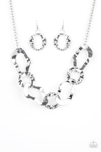 Paparazzi Necklace-Capital Contour-Silver