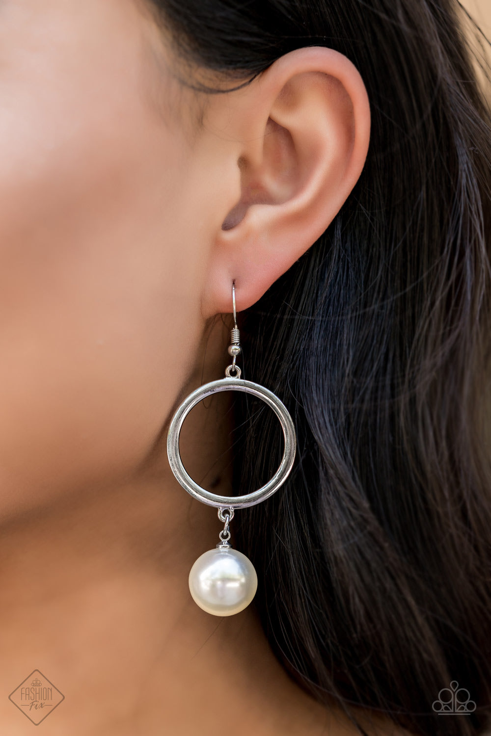 Paparazzi Earrings-Grand Central Chic-White