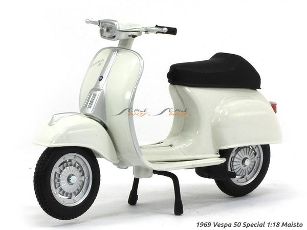 1969 Vespa 50 Special 1:18 Maisto diecast scale model bike