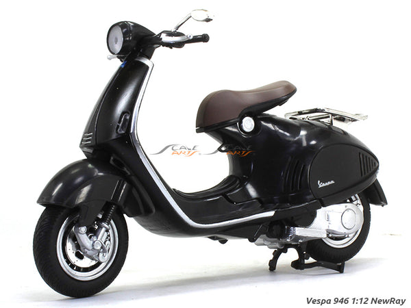 Vespa 946 black 1:12 NewRay scale model bike