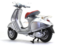 Vespa 946 1:12 NewRay scale model bike