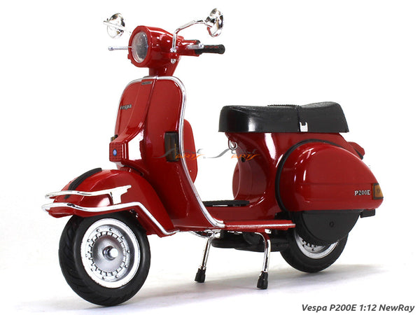 Vespa P200E 1:12 NewRay scale model bike