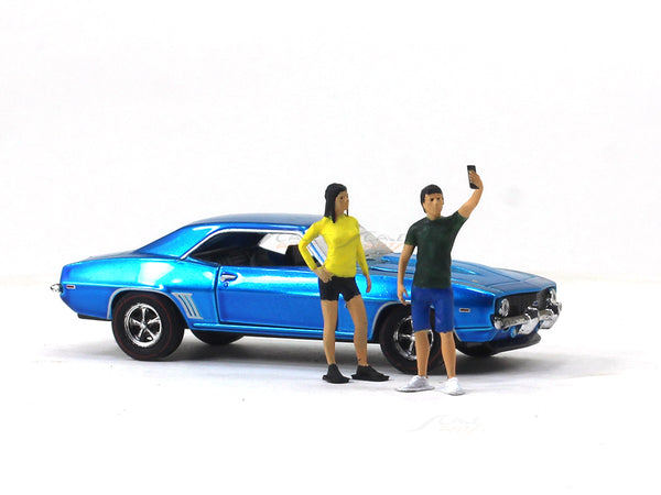 Selfie taking coupe 1:64 Scale Arts In scale model figure / accessories
