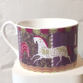 Merry-go -round cup
