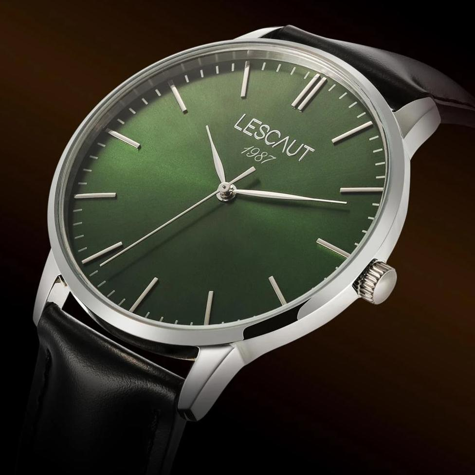 LESCAUT Emerald Collection close-up quartz horloge groene wijzerplaat staal zilver kast zwart leder bandje Green dial face watch silver steel case black leather strap