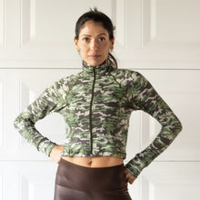 Load image into Gallery viewer, CROPPED CAMO JACKET