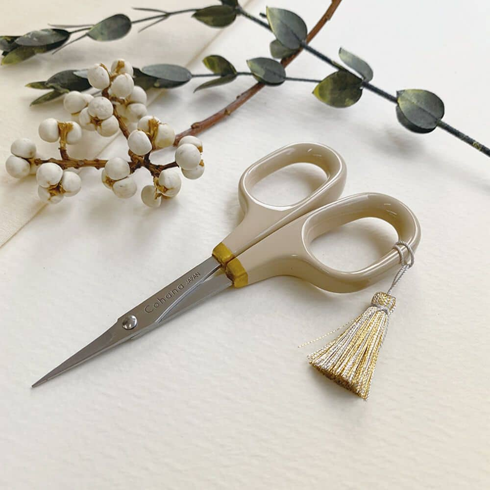 Limited Edition Cohana - Lacquer Scissors from Seki - Winter Gold 2020 | Yarn Worx