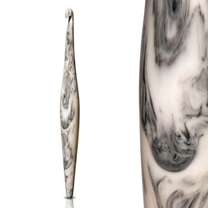 Furls Streamline Swirl Crochet Hook - Cookies N' Cream - 4.5mm including closeup photo | Yarn Worx